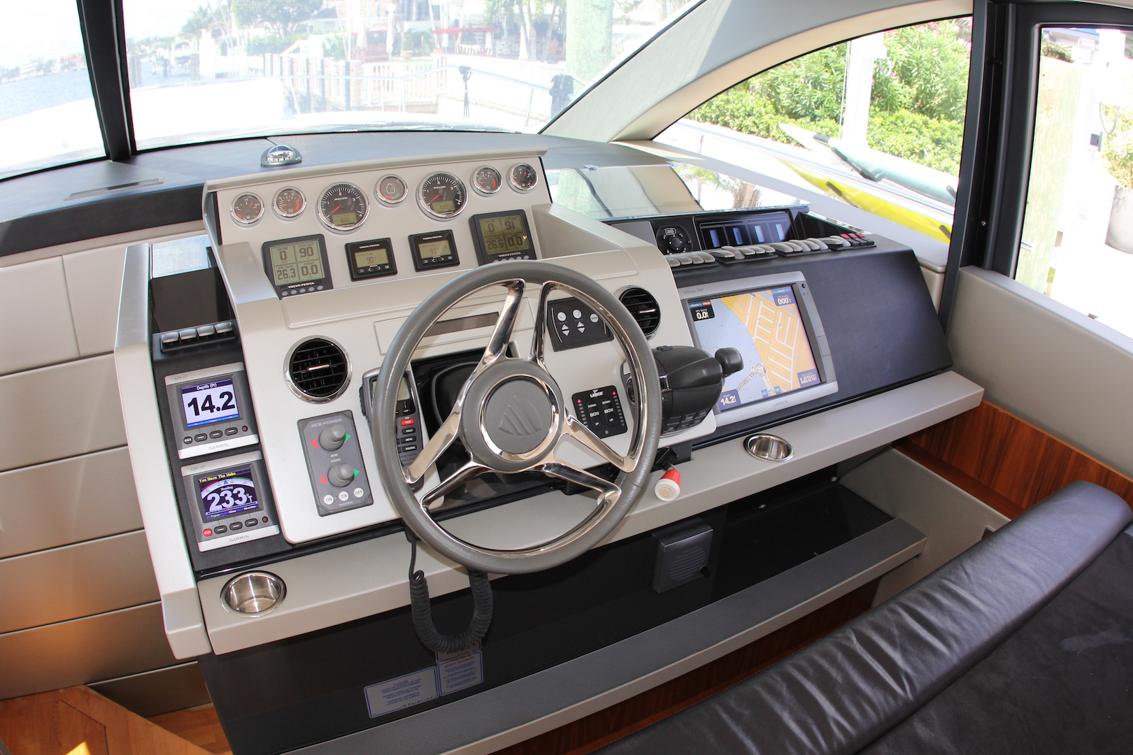 62_Fairline_2013_Intuition10